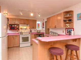 Photo 2: 770 Knight Rd in COMOX: CV Comox Peninsula House for sale (Comox Valley)  : MLS®# 833494