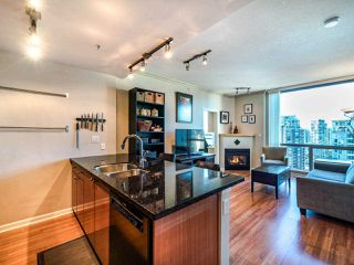 Photo 4: 2105 928 RICHARDS Street in Vancouver: Yaletown Condo for sale (Vancouver West)  : MLS®# R2515574