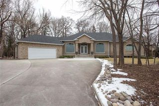 Photo 1: 554 Victoria Grove South in Winnipeg: Pulberry Residential for sale (2C)  : MLS®# 202028269