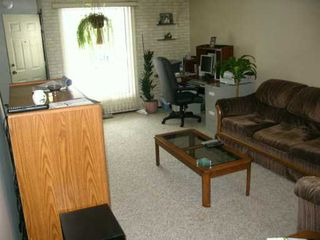 Photo 3: 1214 DIPLOMAT Drive in Winnipeg: West Kildonan / Garden City Townhouse for sale (North West Winnipeg)  : MLS®# 2702319