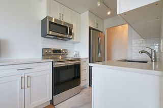 "Photo 16: 412 1425 ESQUIMALT Avenue in West Vancouver: Ambleside Condo for sale in ""Oceanbrook"" : MLS®# R2469530"