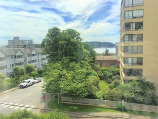 "Photo 12: 412 1425 ESQUIMALT Avenue in West Vancouver: Ambleside Condo for sale in ""Oceanbrook"" : MLS®# R2469530"