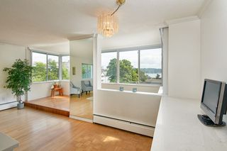 "Photo 10: 412 1425 ESQUIMALT Avenue in West Vancouver: Ambleside Condo for sale in ""Oceanbrook"" : MLS®# R2469530"
