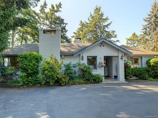 Photo 37: 825 Towner Park Rd in North Saanich: NS Deep Cove Single Family Detached for sale : MLS®# 821434