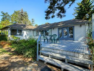 Photo 2: 825 Towner Park Rd in North Saanich: NS Deep Cove Single Family Detached for sale : MLS®# 821434