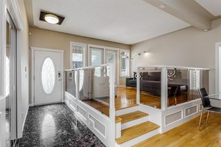 Photo 3: 1714 WESTMOUNT Road NW in Calgary: Hillhurst Detached for sale : MLS®# A1015517