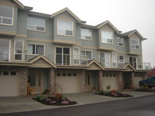 Photo 1: 15 2475 Mansfield Drive in Courtenay: Residential Attached for sale (Comox Valley)  : MLS®# 228451