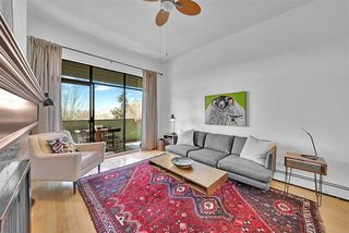 """Photo 2: 307 1516 CHARLES Street in Vancouver: Grandview Woodland Condo for sale in """"Garden Terrace"""" (Vancouver East)  : MLS®# R2463623"""