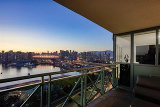 """Photo 10: 1801 1188 QUEBEC Street in Vancouver: Downtown VE Condo for sale in """"City Gate"""" (Vancouver East)  : MLS®# R2403738"""