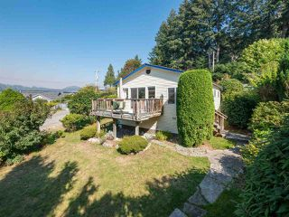 "Photo 4: 366 HEADLANDS Road in Gibsons: Gibsons & Area House for sale in ""Gibsons - Bay Area"" (Sunshine Coast)  : MLS®# R2494755"
