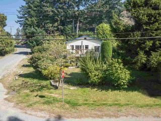 "Photo 3: 366 HEADLANDS Road in Gibsons: Gibsons & Area House for sale in ""Gibsons - Bay Area"" (Sunshine Coast)  : MLS®# R2494755"