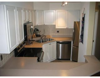 Photo 3: 2 1633 W 8TH Avenue in Vancouver: Fairview VW Condo for sale (Vancouver West)  : MLS®# V666446