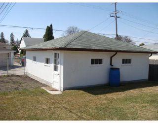 Photo 3: 824 BANNERMAN Avenue in WINNIPEG: North End Residential for sale (North West Winnipeg)  : MLS®# 2805965