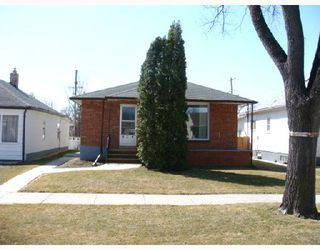 Photo 2: 824 BANNERMAN Avenue in WINNIPEG: North End Residential for sale (North West Winnipeg)  : MLS®# 2805965