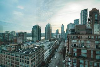 "Photo 13: 1301 1155 HOMER Street in Vancouver: Yaletown Condo for sale in ""CITY CREST"" (Vancouver West)  : MLS®# R2422063"