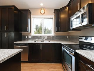 Photo 5: 949 Glen Willow Pl in Langford: La Glen Lake House for sale : MLS®# 844943