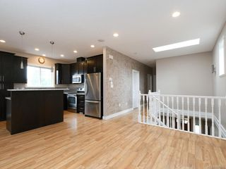 Photo 3: 949 Glen Willow Pl in Langford: La Glen Lake House for sale : MLS®# 844943