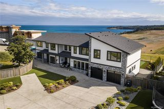 Photo 2: 301 Kenning Crt in Colwood: Co Royal Bay House for sale : MLS®# 840200