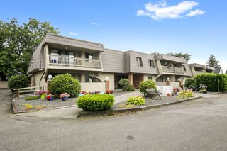 """Photo 1: 108 45900 LEWIS Avenue in Chilliwack: Chilliwack N Yale-Well Condo for sale in """"Lewis Square"""" : MLS®# R2480065"""