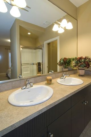 Photo 8: 2336 Selkirk Drive in Kelowna: Other for sale : MLS®# 10022131