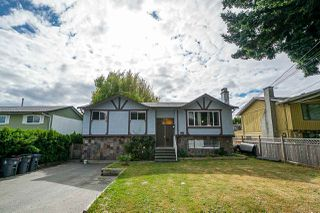 Photo 1: 5845 179 Street in Surrey: Cloverdale BC House for sale (Cloverdale)  : MLS®# R2390304