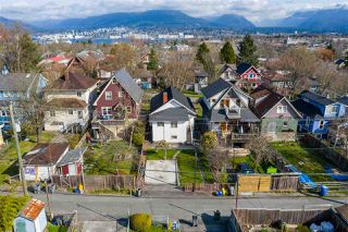 "Photo 17: 2142 NAPIER Street in Vancouver: Grandview Woodland House for sale in ""Grandview Woodland"" (Vancouver East)  : MLS®# R2450268"