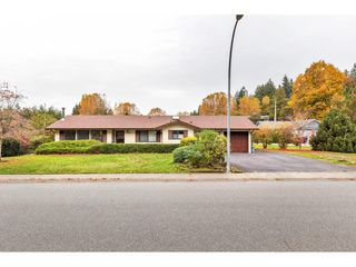 Photo 2: 2494 CAMERON Crescent in Abbotsford: Abbotsford East House for sale : MLS®# R2517592