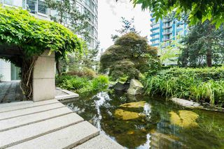 """Photo 2: 1606 1288 ALBERNI Street in Vancouver: West End VW Condo for sale in """"THE PALISADES"""" (Vancouver West)  : MLS®# R2523792"""