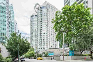 "Main Photo: 1606 1288 ALBERNI Street in Vancouver: West End VW Condo for sale in ""THE PALISADES"" (Vancouver West)  : MLS®# R2523792"
