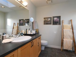 Photo 13: 1065 Redfern St in : Vi Fairfield East House for sale (Victoria)  : MLS®# 861808