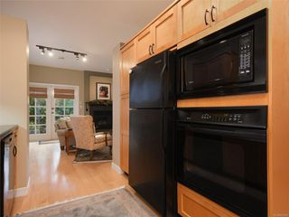 Photo 10: 1065 Redfern St in : Vi Fairfield East House for sale (Victoria)  : MLS®# 861808