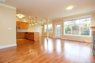 Photo 5: 17 1880 Laval Ave in VICTORIA: SE Gordon Head Row/Townhouse for sale (Saanich East)  : MLS®# 826384