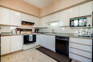 "Photo 7: 1103 5967 WILSON Avenue in Burnaby: Metrotown Condo for sale in ""PLACE MERIDIAN"" (Burnaby South)  : MLS®# R2416441"