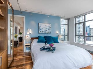 "Photo 10: PH3 1050 SMITHE Street in Vancouver: West End VW Condo for sale in ""STERLING"" (Vancouver West)  : MLS®# R2495075"
