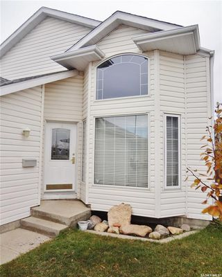 Photo 2: 238 1st Avenue North in Warman: Residential for sale : MLS®# SK799528