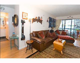 "Photo 2: 204 1585 E 4TH Avenue in Vancouver: Grandview VE Condo for sale in ""ALPINE PLACE"" (Vancouver East)  : MLS®# V667288"