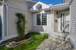Photo 2: 24 9704 165 Street in Edmonton: Zone 22 House Half Duplex for sale : MLS®# E4176198