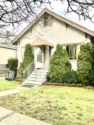 Photo 1: 142 E 43RD Avenue in Vancouver: Main House for sale (Vancouver East)  : MLS®# R2435670
