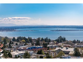 "Photo 1: 1007 1473 JOHNSTON Road: White Rock Condo for sale in ""Miramar B"" (South Surrey White Rock)  : MLS®# R2469564"