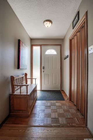 Photo 3: 437 East Place in Saskatoon: Eastview SA Residential for sale : MLS®# SK818539