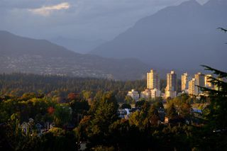 "Photo 28: 301 2035 W 4TH Avenue in Vancouver: Kitsilano Condo for sale in ""THE VERMEER"" (Vancouver West)  : MLS®# R2493393"