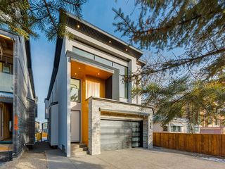 Photo 2: 448 30 Avenue NE in Calgary: Winston Heights/Mountview Detached for sale : MLS®# A1043755