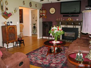 Photo 5: 674 Regina Ave: House for sale : MLS®# 103115