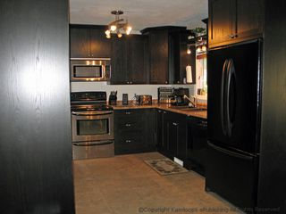 Photo 3: 674 Regina Ave: House for sale : MLS®# 103115