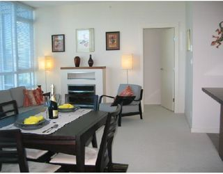 Photo 3: # 3002 1189 MELVILLE ST in Vancouver: Condo for sale : MLS®# V780336