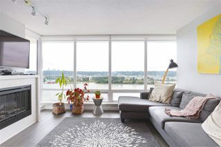 "Photo 3: 1704 39 SIXTH Street in New Westminster: Downtown NW Condo for sale in ""Quantum"" : MLS®# R2401221"