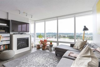 "Photo 1: 1704 39 SIXTH Street in New Westminster: Downtown NW Condo for sale in ""Quantum"" : MLS®# R2401221"