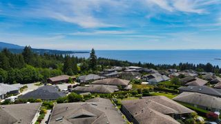 "Photo 3: 6349 BAILLIE Road in Sechelt: Sechelt District House for sale in ""ORACLE HEIGHTS"" (Sunshine Coast)  : MLS®# R2469874"
