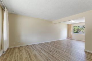 Photo 9: 2604 CHEROKEE Drive NW in Calgary: Charleswood Detached for sale : MLS®# A1019102
