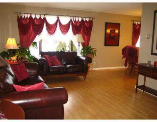 Photo 2: 456 SMITHFIELD Avenue in WINNIPEG: West Kildonan / Garden City Residential for sale (North West Winnipeg)  : MLS®# 2800171